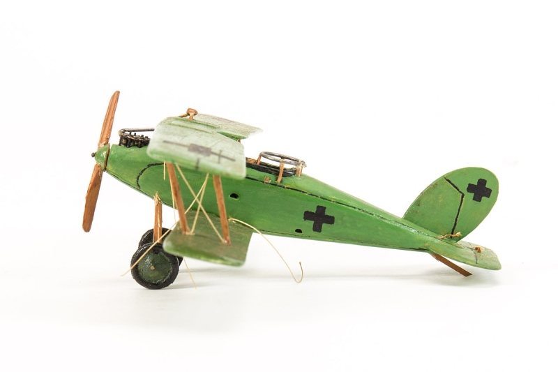 Original source: https://upload.wikimedia.org/wikipedia/commons/thumb/4/42/Model%2C_plane_%28AM_789684-5%29.jpg/1280px-Model%2C_plane_%28AM_789684-5%29.jpg