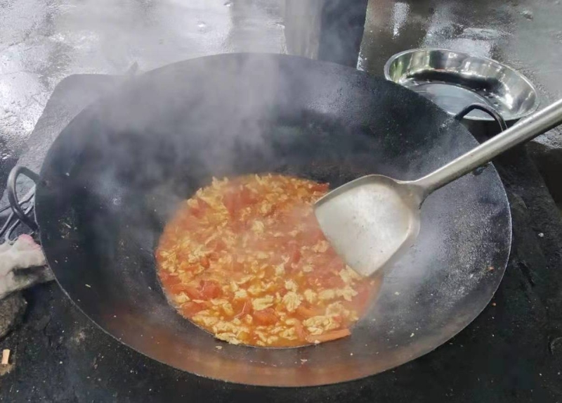 Original source: https://upload.wikimedia.org/wikipedia/commons/c/cd/Cooking_with_a_wok_on_an_outdoor_stove_5.jpg