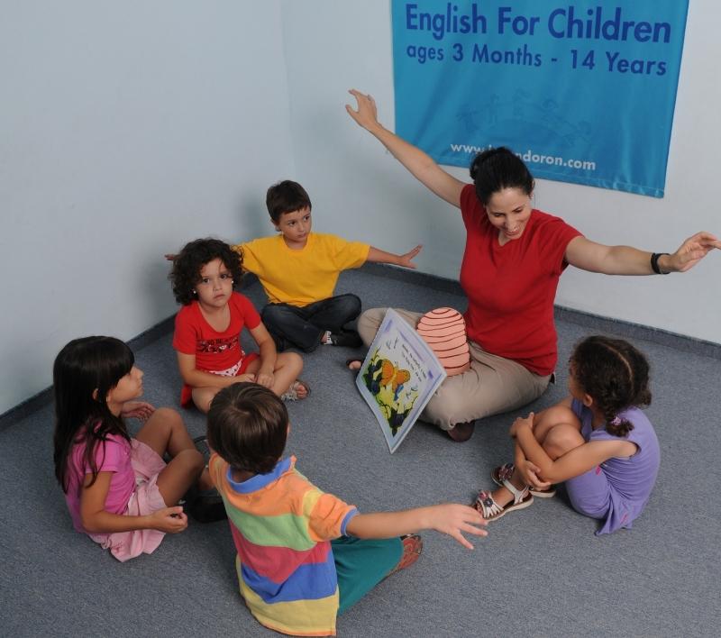 Original source: https://upload.wikimedia.org/wikipedia/commons/d/d5/HelenDoron_TeacherWithKids.jpg