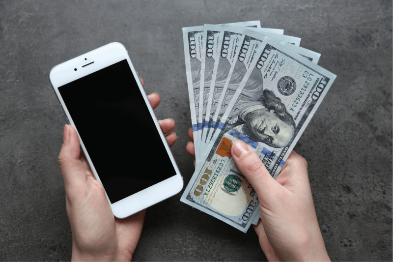 Original source: https://buybackcity.com/wp-content/uploads/2018/06/selling-cell-phone-cash.png