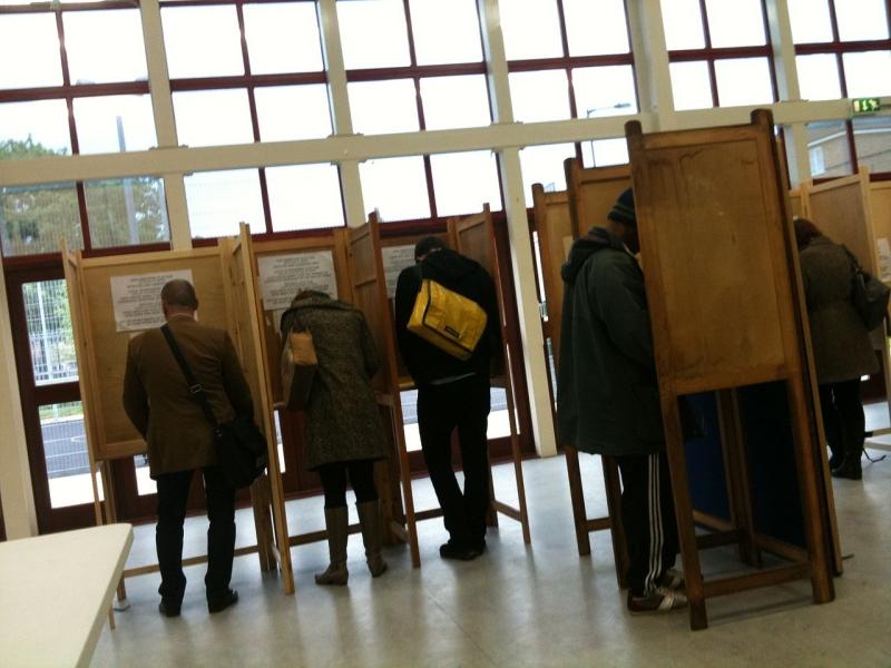 Original source: https://upload.wikimedia.org/wikipedia/commons/thumb/1/17/Voting_in_Hackney.jpg/1280px-Voting_in_Hackney.jpg