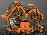 201F19 Spooky Cookie House
