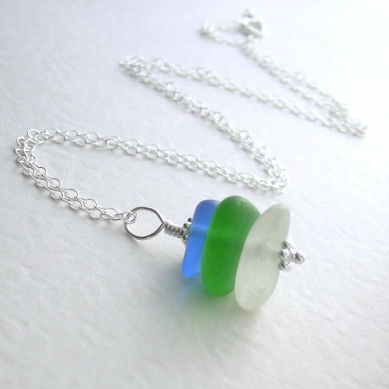 Original source: http://gallery.tryhandmade.com/files/formidable/cornflower-kelly-green-sea-glass-necklace-3-4-1024x1024.jpg