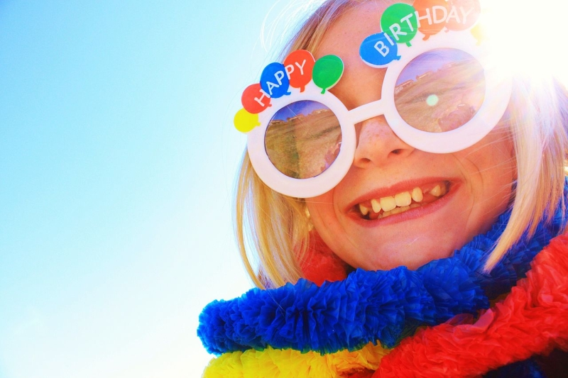 Original source: https://upload.wikimedia.org/wikipedia/commons/thumb/8/87/Shiny_Happy_Birthday_Girl_Smiling.jpg/1280px-Shiny_Happy_Birthday_Girl_Smiling.jpg