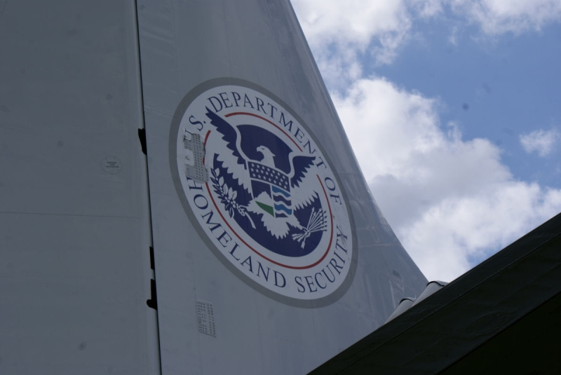 Original source: https://upload.wikimedia.org/wikipedia/commons/4/46/Lockheed_P-3B-AEW_Orion_Homeland_Security_Shield_SNF_16April2010_%2814630424555%29.jpg