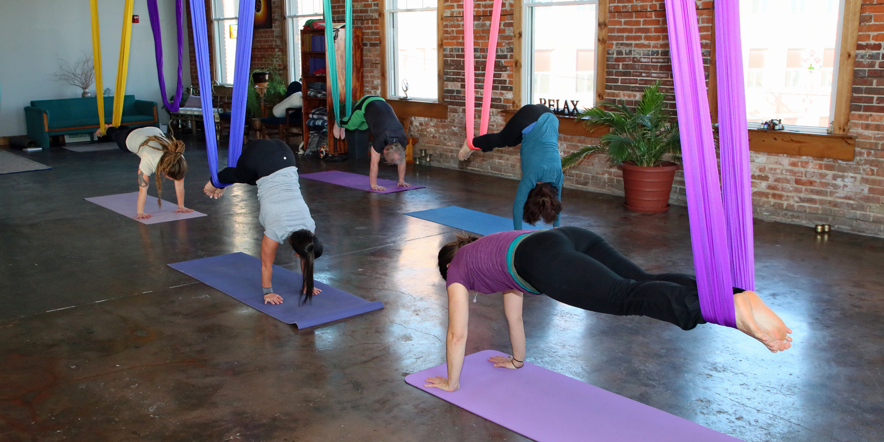 Sunday Aerial Yoga (DSY)