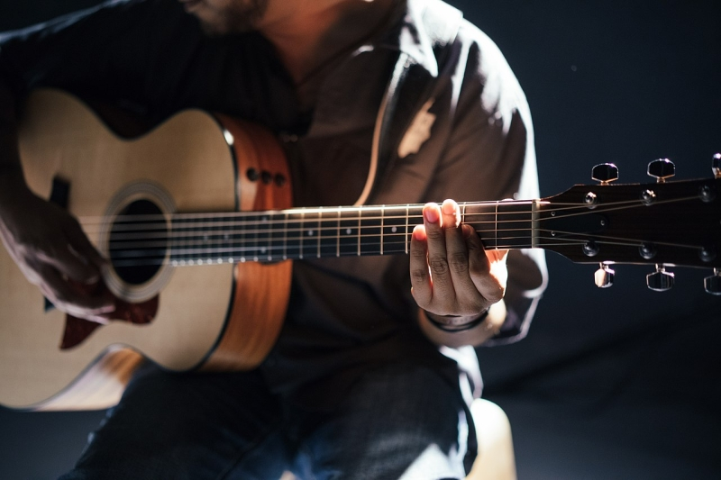 Original source: https://upload.wikimedia.org/wikipedia/commons/thumb/8/81/Acoustic_guitar_player_in_pale_light_%28Unsplash%29.jpg/1280px-Acoustic_guitar_player_in_pale_light_%28Unsplash%29.jpg