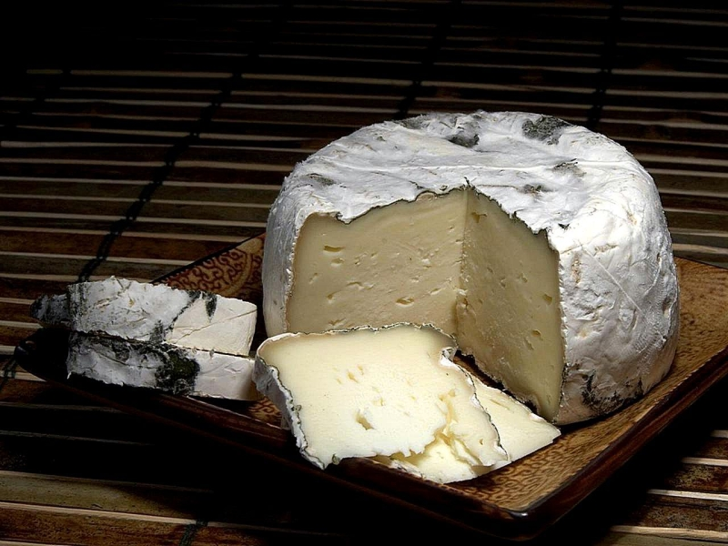Original source: https://upload.wikimedia.org/wikipedia/commons/e/eb/St_Pat_cheese.jpg
