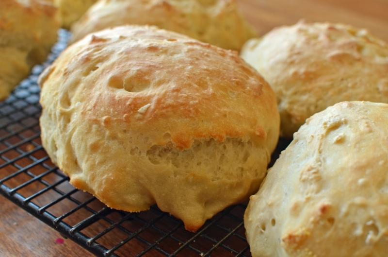 Original source: http://www.superhealthykids.com/loaded-baked-potato-soup-in-bread-bowls/uploads/files/13066/xlarge/making%20bread%20bowls.jpg