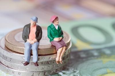 Original source: http://wp-saturn.s3-eu-west-1.amazonaws.com/wp-content/uploads/sites/3/2015/09/annuity-pension-retirement-money-coins-old-couple-figurines-re-sized.jpg
