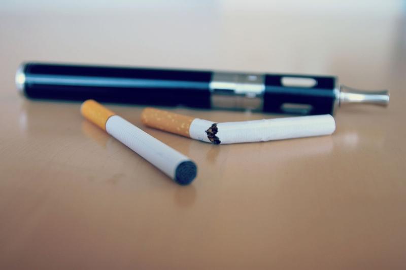 Original source: https://upload.wikimedia.org/wikipedia/commons/thumb/6/6d/E-Cigarette-Electronic_Cigarette-E-Cigs-E-Liquid-Vaping-Stop_Smoking-Quit_Smoking_%2816272143521%29.jpg/1280px-E-Cigarette-Electronic_Cigarette-E-Cigs-E-Liquid-Vaping-Stop_Smoking-Quit_Smoking_%281