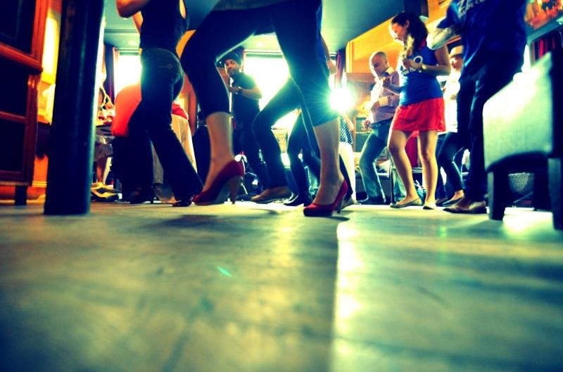 Original source: http://jamesandalex.com/wp-content/uploads/2014/11/dancing-salsa.jpg