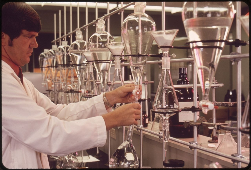 Original source: https://upload.wikimedia.org/wikipedia/commons/thumb/3/38/EPA_GULF_BREEZE_LABORATORY%2C_CHEMISTRY_LAB._THE_CHEMIST_IS_TESTING_WATER_SAMPLES_FOR_PESTICIDES_-_NARA_-_546277.jpg/1280px-EPA_GULF_BREEZE_LABORATORY%2C_CHEMISTRY_LAB._THE_CHEMIST_IS_TESTING_WATER