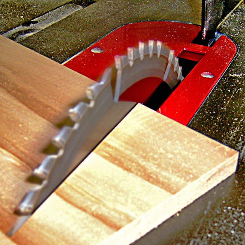 Original source: https://upload.wikimedia.org/wikipedia/commons/7/73/Table_saw_cutting_wood_at_an_angle%2C_by_BarelyFitz.jpg