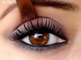 Original source: http://2.bp.blogspot.com/-21qJHsQSBUY/T00Q0NwHf3I/AAAAAAAAHw0/HpCzRZQhQEg/s1600/kareena-kapoor-eye-makeup-look.jpg