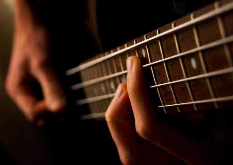Original source: https://upload.wikimedia.org/wikipedia/commons/2/2c/Bass_guitar_%28477085398%29.jpg