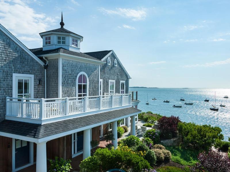 Original source: https://img1.coastalliving.timeinc.net/sites/default/files/styles/medium_2x/public/image/2017/11/main/wequassett-resort-water-view-spa-cape-cod-massachusetts.jpg?itok=jsmYTBj_