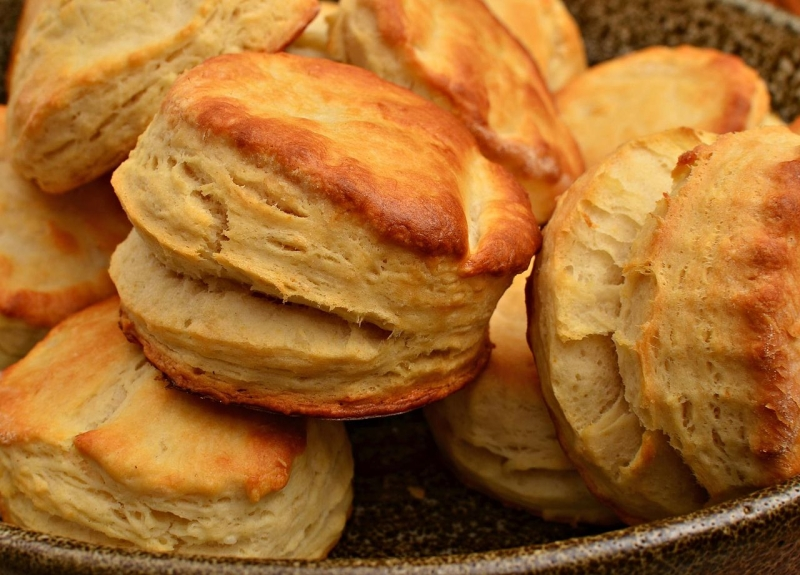 Original source: https://upload.wikimedia.org/wikipedia/commons/thumb/4/49/Buttermilk_biscuits_%286340812760%29.jpg/1280px-Buttermilk_biscuits_%286340812760%29.jpg