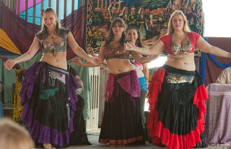 Original source: https://upload.wikimedia.org/wikipedia/commons/thumb/2/22/Sisters_of_the_Sahara_Belly_Dancers_-_Minnesota_Renaissance_Festival_-_Sept._2011.jpg/1280px-Sisters_of_the_Sahara_Belly_Dancers_-_Minnesota_Renaissance_Festival_-_Sept._2011.jpg