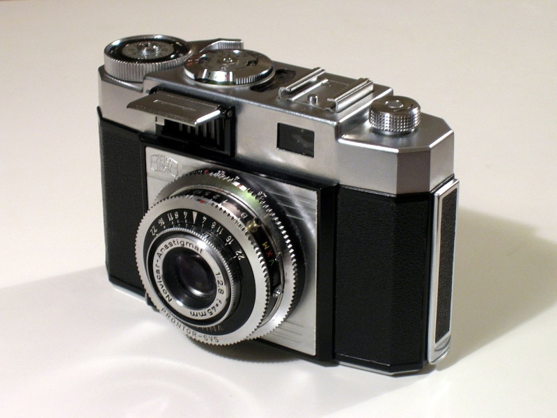 Original source: https://upload.wikimedia.org/wikipedia/en/thumb/9/9a/Old_camera-whole.jpg/1280px-Old_camera-whole.jpg