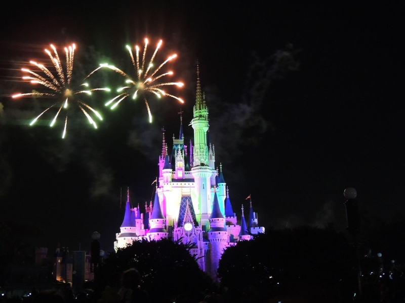 Original source: https://upload.wikimedia.org/wikipedia/commons/thumb/9/97/Fireworks_at_Walt_Disney_World_Magic_Kingdom.jpg/1280px-Fireworks_at_Walt_Disney_World_Magic_Kingdom.jpg