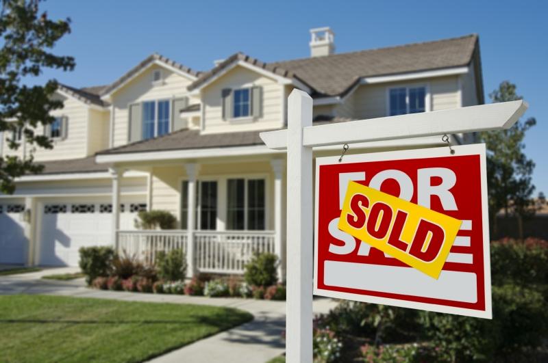 Original source: https://webuyhouses.com/images/photos/house-sold-sign.jpg