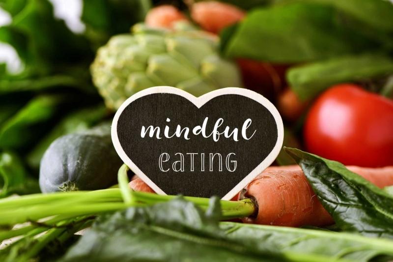 Original source: https://russellnutrition.com/wp-content/uploads/2017/11/mindful-eating-1500x1000.jpg