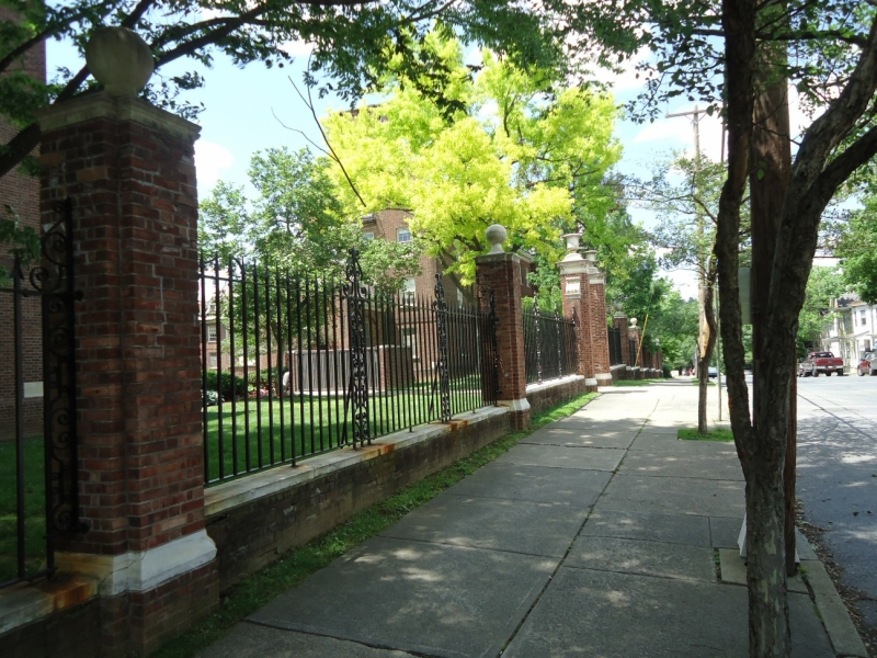 Original source: https://upload.wikimedia.org/wikipedia/commons/1/1b/Lafayette_College_Easton_PA_47_campus_view_fence.jpg