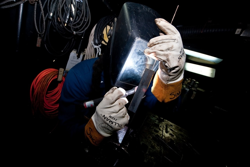 Original source: https://upload.wikimedia.org/wikipedia/commons/thumb/6/60/US_Navy_111203-N-GC412-307_A_Sailor_practices_welding_for_a_shipboard_qualification.jpg/1280px-US_Navy_111203-N-GC412-307_A_Sailor_practices_welding_for_a_shipboard_qualification.jpg