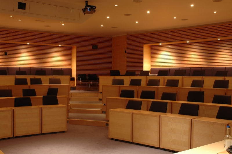 Original source: https://upload.wikimedia.org/wikipedia/commons/f/f5/Classroom_in_Oxford.jpg