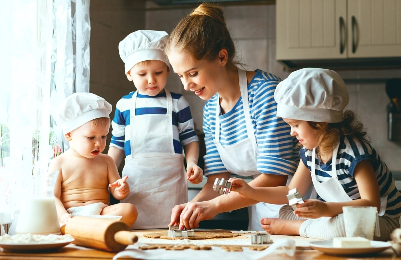 Original source: https://madamelefo.com/wp-content/uploads/2018/09/cooking-with-kids-1.jpg