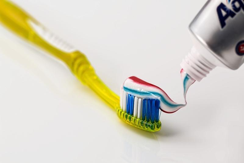 Original source: https://upload.wikimedia.org/wikipedia/commons/thumb/9/91/Toothbrush-571741.jpg/1280px-Toothbrush-571741.jpg