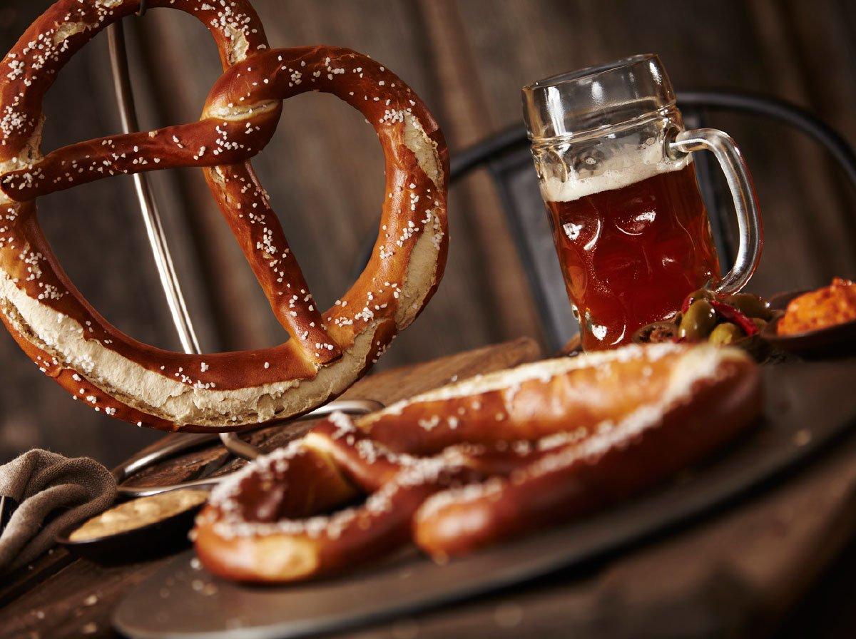 Inn Our Kitchen: Pretzels & Beer (COUPLE)