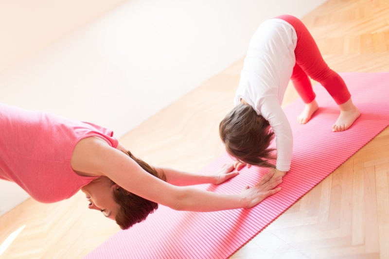 Original source: https://helpwevegotkids.com/wp-content/uploads/2017/09/family-yoga-classes-toronto.jpg