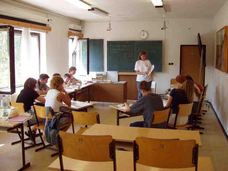 Original source: http://www.esl-lesson-plan.com/archives/Classroom1.JPG.jpg