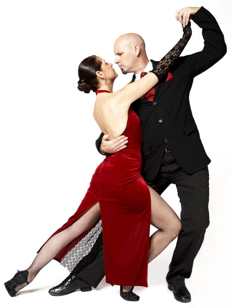 Original source: http://ballroomdancephotos.com/tc_012807_003.jpg