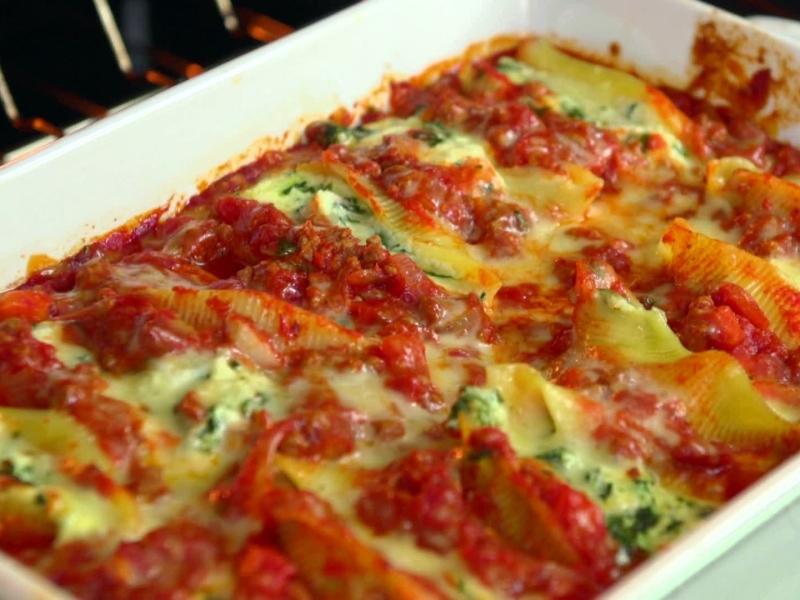 Original source: http://foodnetwork.sndimg.com/content/dam/images/food/fullset/2013/6/13/2/JD0204H_spinach-and-ricotta-stuffed-shells-recipe_s4x3.jpg
