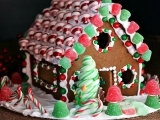SAGE Decorate a Gingerbread House