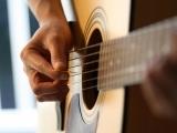 Original source: https://guitarlessonslondondotorg.files.wordpress.com/2013/11/london-guitar-lesson.jpg