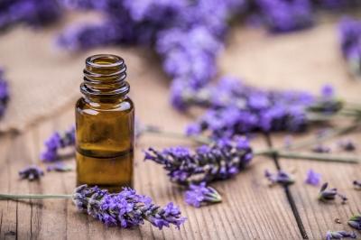 Original source: http://ecosalon.com/wp-content/uploads/2016/11/essential-oils-for-fear.jpg