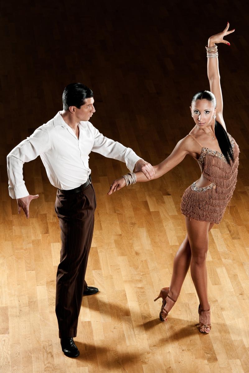 Original source: http://dynamic-ballroom.s3.amazonaws.com/wp-content/uploads/2014/05/18223057/bigstock-latino-dance-couple-in-action-54861926.jpg