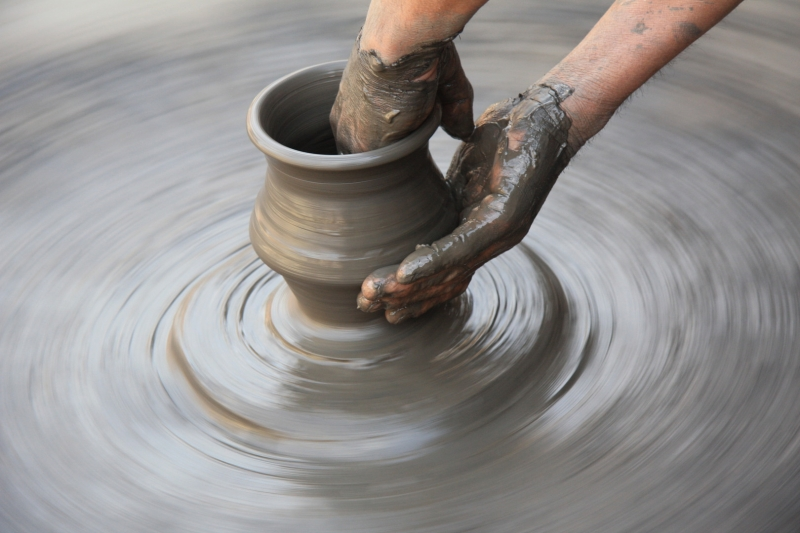 Original source: http://www.visithelen.org/wp-content/uploads/2014/06/pottery_wheel_hands.jpg