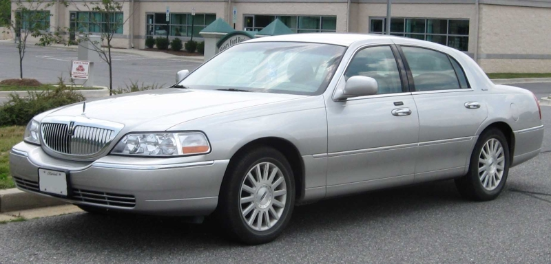 Original source: https://upload.wikimedia.org/wikipedia/commons/1/10/Lincoln_Town_Car_.jpg