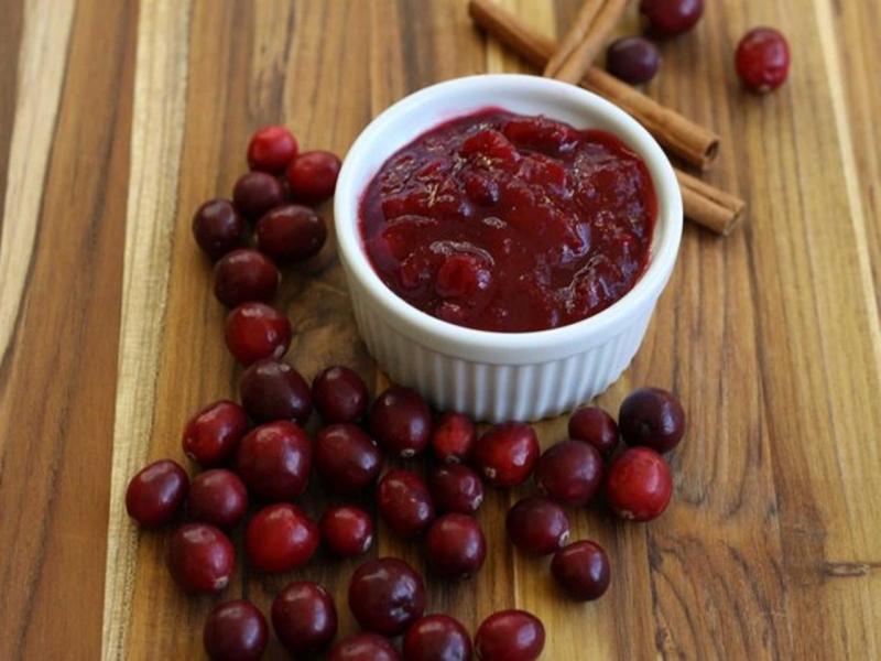 Original source: https://food.fnr.sndimg.com/content/dam/images/food/fullset/2015/11/20/5/fnd_foodlets-low-sugar-cranberry-sauce.jpg.rend.hgtvcom.1280.960.suffix/1448062529678.jpeg