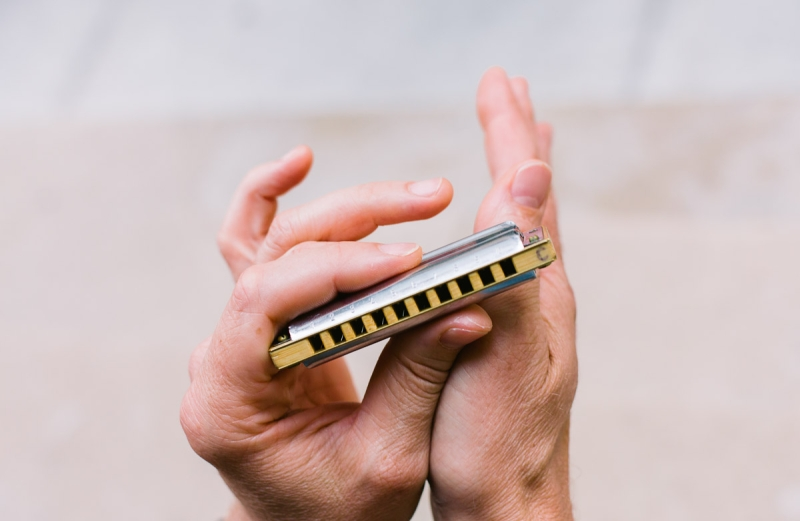 Original source: http://www.theorchestras.org/wp-content/uploads/2015/05/2013_06_24_harmonica-002.jpg