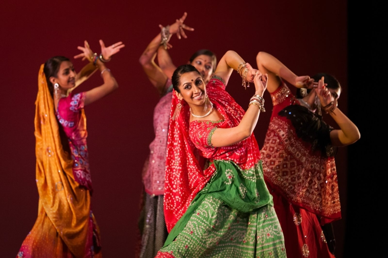 Original source: http://smithsonianapa.org/beyondbollywood/wp-content/uploads/sites/5/2014/02/bollywood-dancer-21.jpg