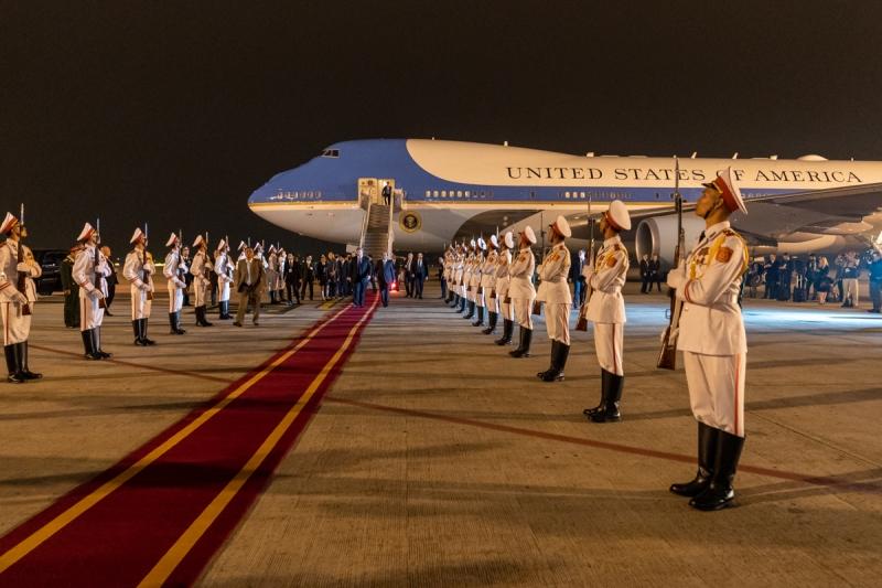 Original source: https://upload.wikimedia.org/wikipedia/commons/5/53/President_Trump%27s_Trip_to_Vietnam_%2847220204591%29.jpg