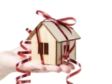 Original source: http://cache-blog.credit.com/wp-content/uploads/2013/12/gifts-for-new-homeowners.jpg