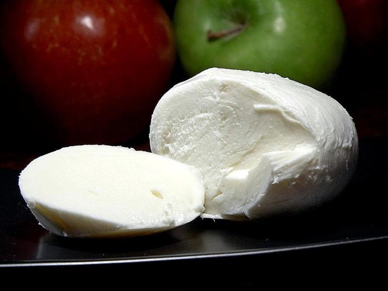 Original source: https://upload.wikimedia.org/wikipedia/commons/5/51/Mozzarella_cheese_%281%29.jpg