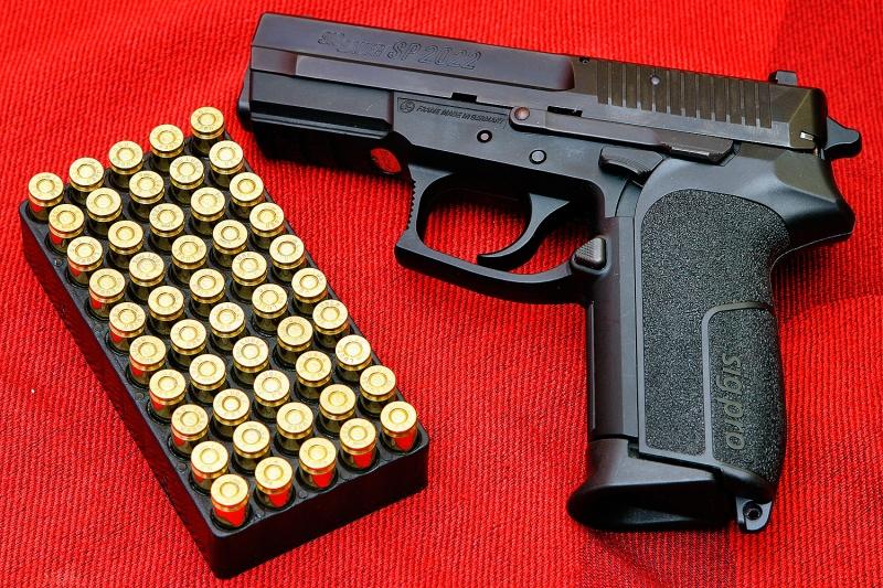 Original source: http://wallarthd.com/wp-content/uploads/2014/08/Black-Pistol-Guns-Wallpaper-Picture-230.jpg